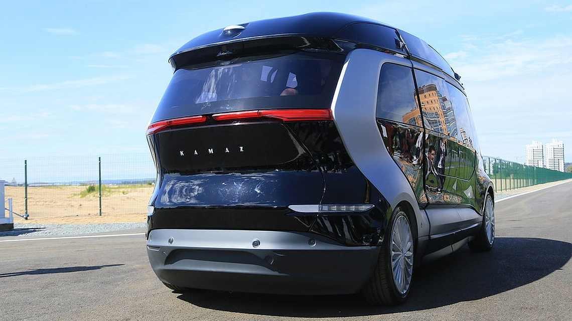 Беспилотный автобус КАМАЗ тестируют в Казани