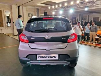 На гребне волны: Tata выпустила кросс-хэтчбек Tiago