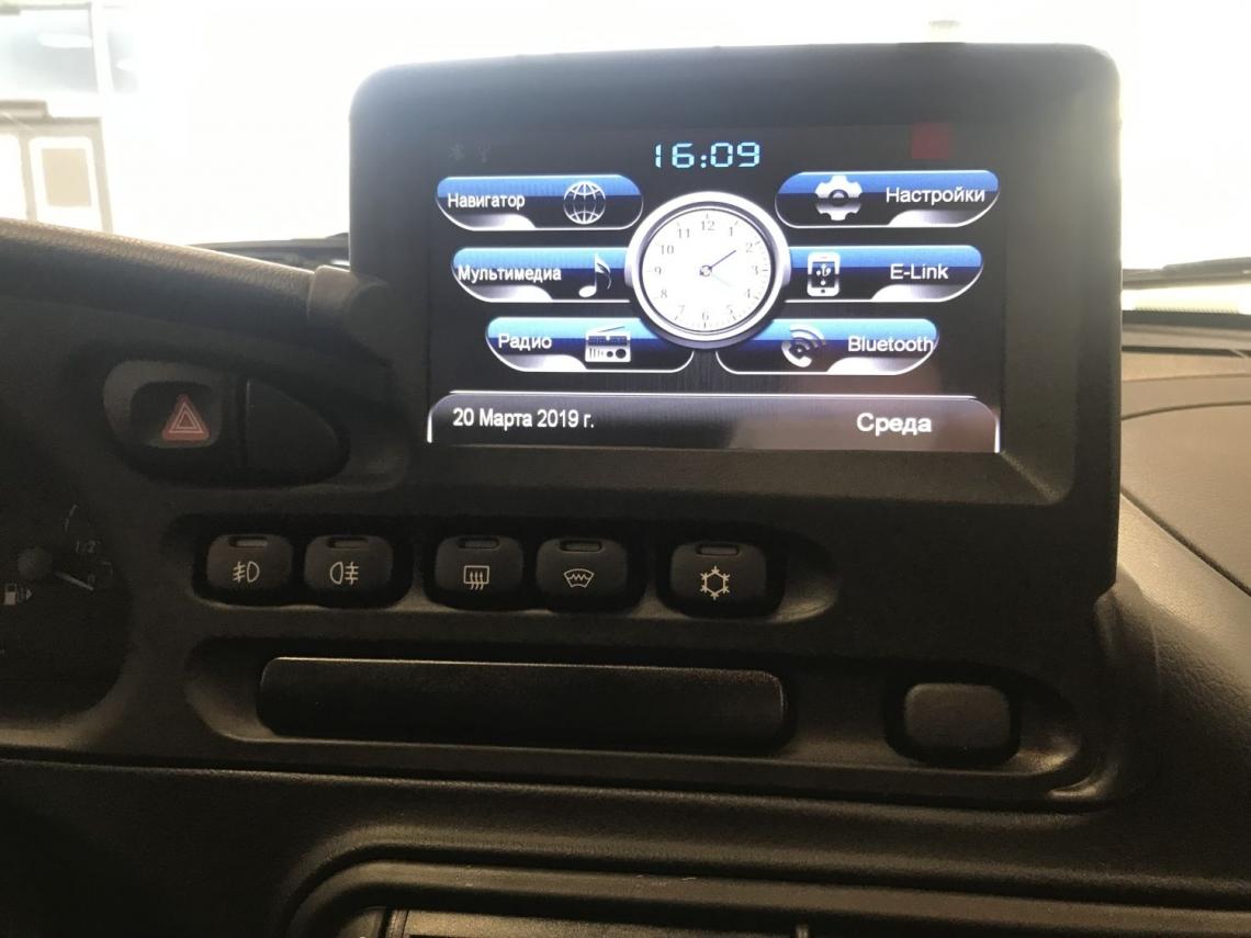 Первые фото Chevrolet NIVA с новой приборкой